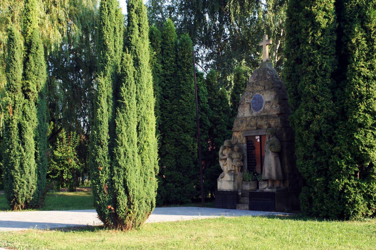 Syrovice - památník